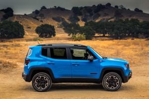 2015-Jeep-Renegade-Trailhawk-side-profile-1